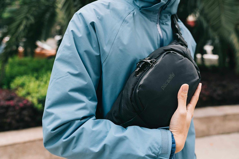 Рюкзак-слинг Pacsafe